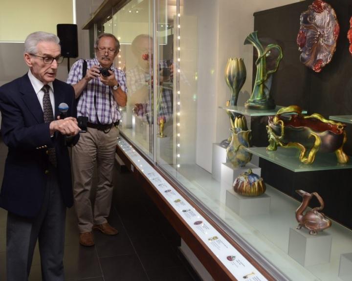 Két új porcelánritkasággal bővült a pécsi Gyugyi-gyűjtemény létrehozásának tizedik évfordulóján