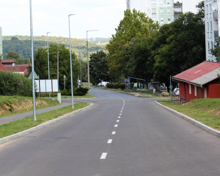 Ünnepélyes keretek között adták át a Nagyrét utcát a forgalomnak
